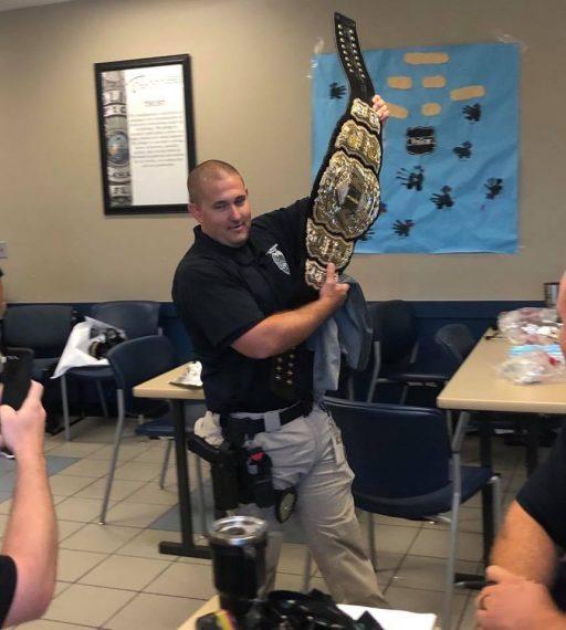 policía campeonato AEW