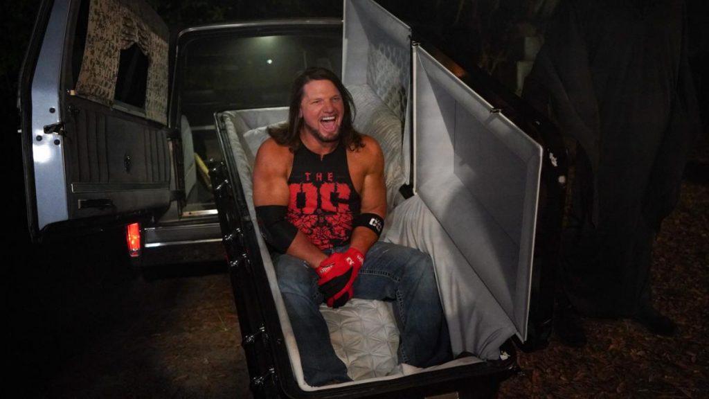 AJ Styles realizando su entrada al 'Boneyard Match'