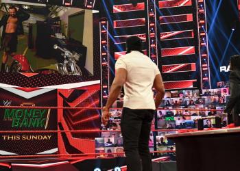 Drew McIntyre destroza la moto de Jinder Mahal en RAW